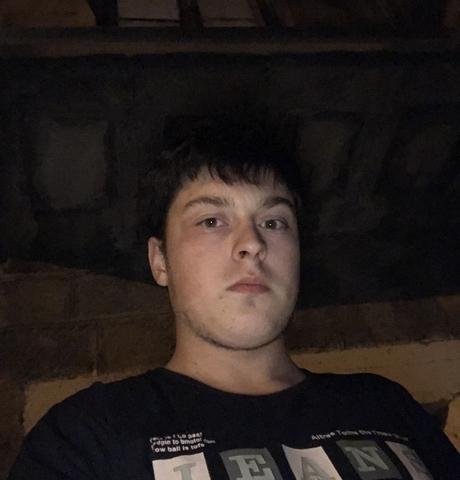 Парни в Бежецке: Илья, 22 - ищет девушку из Бежецка