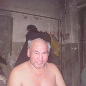 Виктор, 58 лет, Якутск