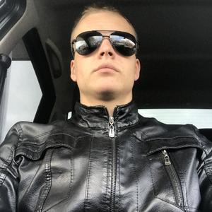 Виктор, 24 года, Луга